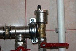 Монтаж спустника воздуха в систему отопления