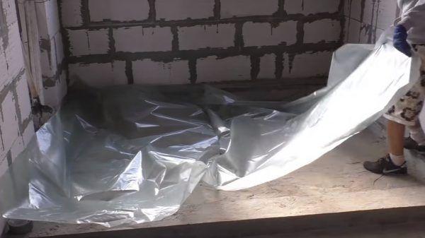 Укладка полиэтиленовой пленки
