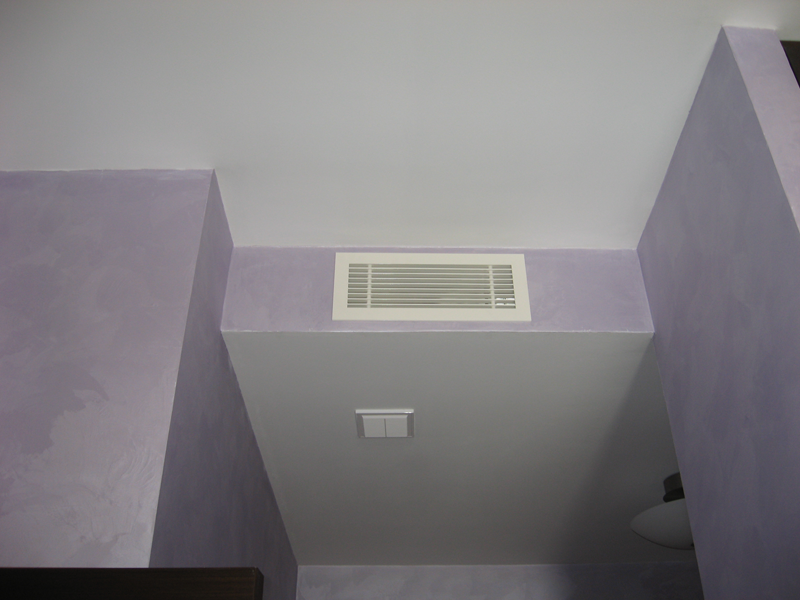Если общая вентиляция не справляется на кухне стоит установить дополнительный вентилятор