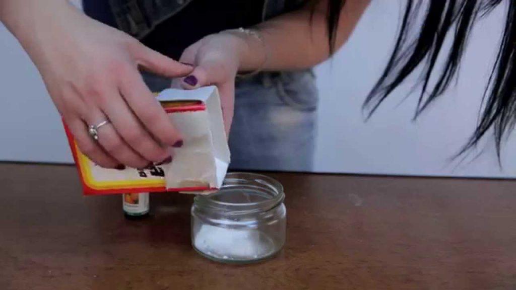 Состав с содой можно поместить в емкость из заводского ароматизатора