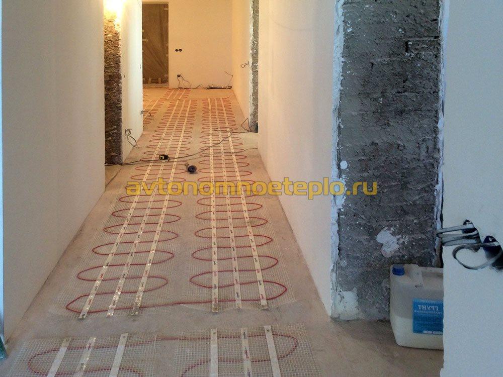 кабель в коридоре