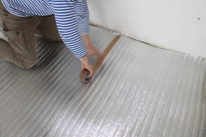 Подложка под пленочный теплы пол - полиэтилен с лавсановым покрытием - более бюджетное, но надежное решение